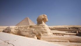 Pyramide und Sphinx stockfotografie