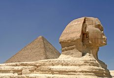 Pyramide und Sphinx Lizenzfreies Stockfoto