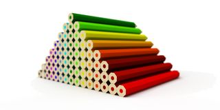 Pyramide von den farbigen Bleistiften lokalisiert auf einem weißen Hintergrund Stockbilder