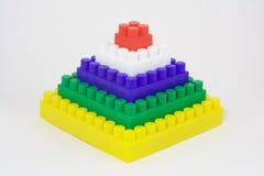 Pyramide von den Spielzeugziegelsteinen Stockfotos