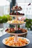 Pyramide von frischen Früchten Lizenzfreie Stockfotos
