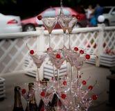 Pyramide von Gläsern an einer Hochzeitszeremonie Stockfotos