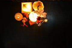 Pyramiden, ägget & naturliga saltar lampor | Himalayan salta arkivbild
