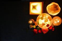 Pyramiden, ägget & naturliga saltar lampor | Himalayan salta royaltyfri foto