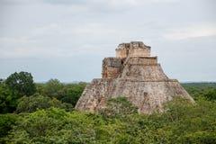 Pyramiden av trollkarlen, Uxmal Maya fördärvar, Mexico royaltyfria foton