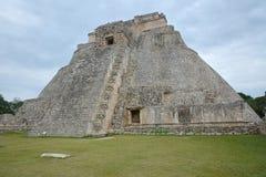 Pyramiden av trollkarlen, Uxmal, Yucatan halvö, Mexico Fotografering för Bildbyråer