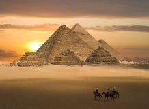 Pyramiden der Gizeh Fantasie stockfotos