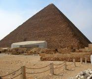 Pyramiden in der Wüste von Ägypten in Giseh Stockfotos