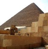 Pyramiden in der Wüste von Ägypten in Giseh Lizenzfreies Stockfoto