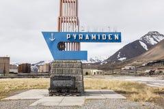 PYRAMIDEN, NORUEGA - 25 de junho de 2015: Exterior do buildi arruinado Imagem de Stock