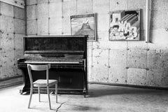PYRAMIDEN, NORUEGA - 25 de junio de 2015: Interior del edificio arruinado Fotos de archivo