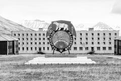 PYRAMIDEN, NORWEGEN - 25. Juni 2015: Äußeres der Goststadt Stockfotografie