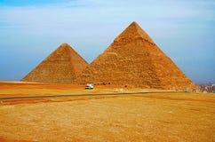 Pyramider är det det äldst av de sju underna av den forntida världen, och den enda återstår i hög grad intakt royaltyfri fotografi