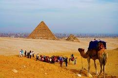 Pyramider är det det äldst av de sju underna av den forntida världen, och den enda återstår i hög grad intakt arkivfoto