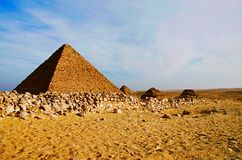 Pyramider är det det äldst av de sju underna av den forntida världen, och den enda återstår i hög grad intakt arkivfoton