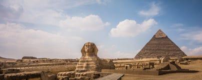 Pyramider av Giza med sfinxen, Egypten Arkivfoto