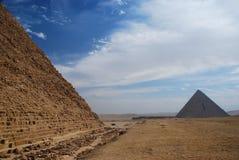 Pyramider av Khafre (Chephren) och Menkaure. Giza Egipt Royaltyfri Fotografi