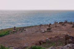 Pyramider av stenar på ön av madeiran, udde San Lorenzo Royaltyfria Bilder