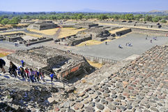 Pyramider på avenyn av dödaen, Teotihuacan, Mexico Royaltyfri Fotografi