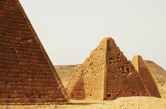pyramider sudan Arkivfoto