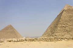 Pyramides de Khafre et de Khufu Photographie stock libre de droits