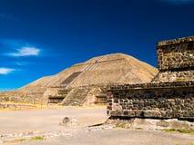 Pyramides de Teotihuacan Photographie stock libre de droits