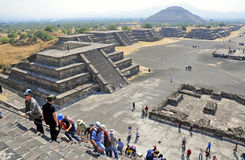 Pyramides sur l'avenue des morts, Teotihuacan, Mexique Photographie stock libre de droits