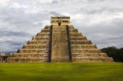 PyramidKukulkan tempel. Chichen Itza. Mexico. Mayacivilisation Royaltyfri Fotografi