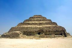 pyramidsaqqara moment Arkivfoton