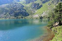 Pyrenean sjö i Ariège Arkivfoto