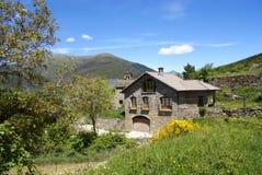 pyrenees för asinbroto hus by Royaltyfria Bilder