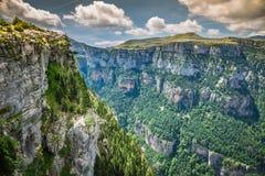 Pyrenees gór krajobraz - Anisclo jar w lecie Huesca, obrazy stock