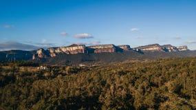 Pyrennes в провинции ландшафта Хероны Osona красивого испанского: отвесные скалы над резервуаром Sau около Tavertet в Cataloni стоковые фотографии rf
