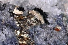 Pyrite avec le cristal de roche Photographie stock libre de droits