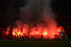 Pyro toon in Stadion Stock Foto