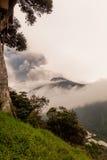 Pyroclastic kraftig explosion över den Tungurahua vulkan Fotografering för Bildbyråer