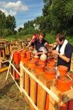 Pyrotechnicians на работе стоковое фото