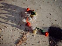 Pyrotechnie colorée, enfants pour des enfants photo libre de droits