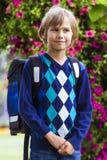 Pys med en ryggsäck Utbildning tillbaka till skolan, folkbegrepp Royaltyfri Foto