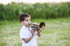 Pys med musikinstrumentet royaltyfria bilder