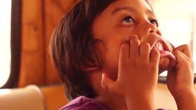 Pysgrimaser spelar fult arkivfilmer