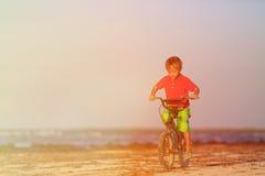 Pysridningcykel på stranden Royaltyfri Foto