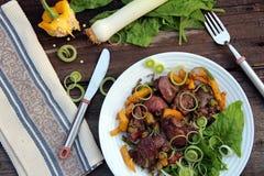 pyszny obiad Kurczak wątróbka z papryką, leek i szpinakiem, Obraz Royalty Free