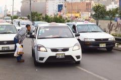 Pytać dla taxi opłaty w Lima, Peru Zdjęcia Stock