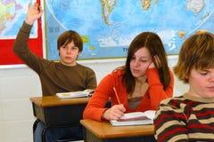 pytanie uczeń nastolatków. zdjęcia royalty free
