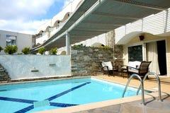 Pływaccy baseny willą przy luksusowym hotelem Obrazy Royalty Free