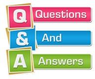 Q и a - вертикаль вопросов и ответов красочная Стоковая Фотография