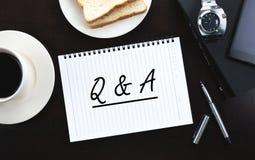 Q&A Arkivfoton