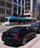 Q-linjen Heads söder på den Woodward avenyn i Detroit Arkivfoton