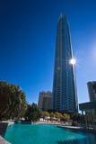 Q1 torre, personas que practica surf paraíso, Gold Coast Fotografía de archivo libre de regalías